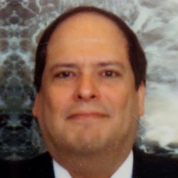 Headshot of Carlos Aranda